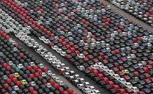 Samochody czekające na nabywców