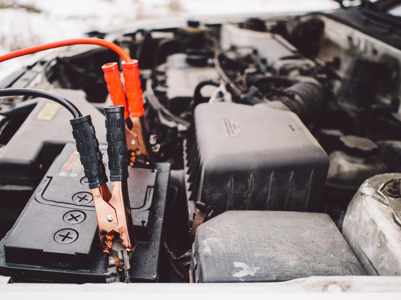 Jak ładować akumulator samochodowy?