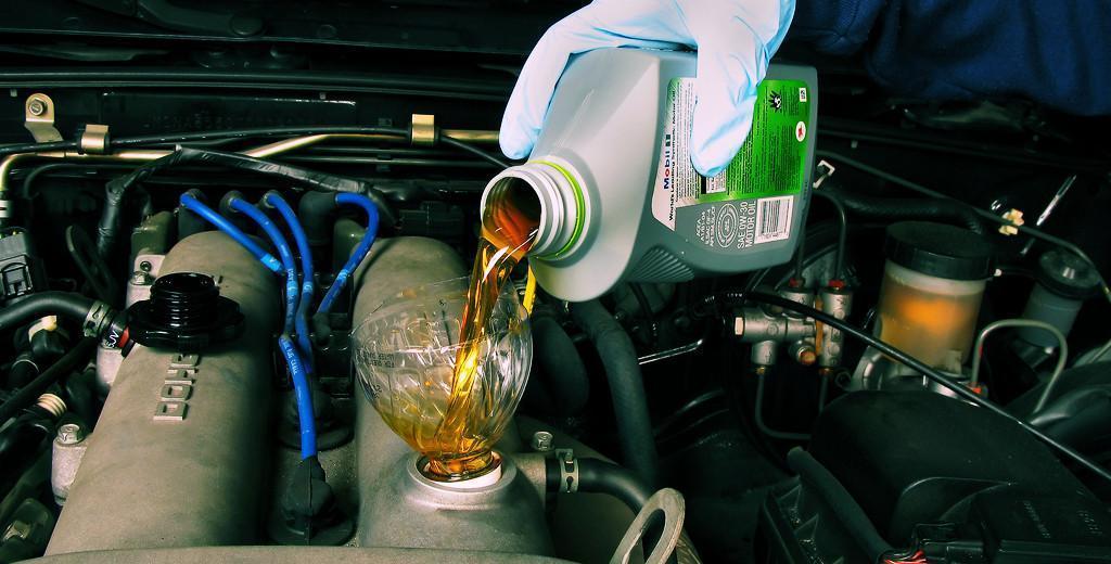 Jak dużo oleju należy wlać do silnika?