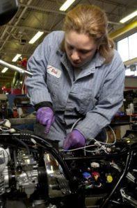 Kobieta mechanik samochodowy…..czy oddałbyś samochód w ręce kobiety mechanika?