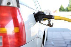Drogie paliwo – jakie są sposoby na oszczędną jazdę?