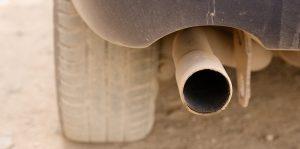 Dym z rury wydechowej – co oznacza jego kolor?