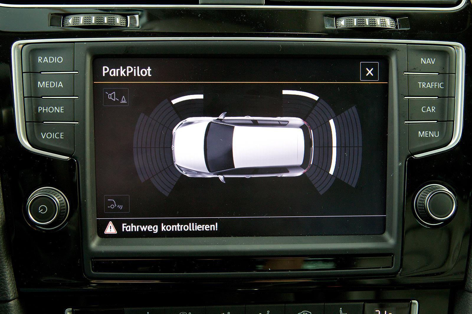jak działa asystent parkowania